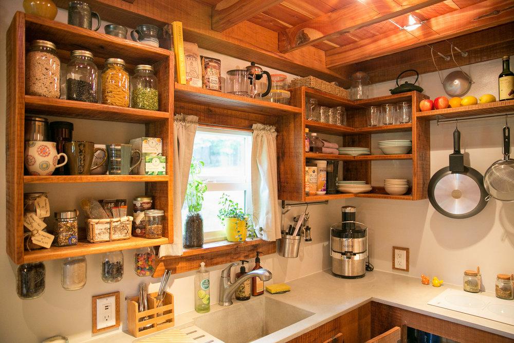 male kucice bungalov kuhinja