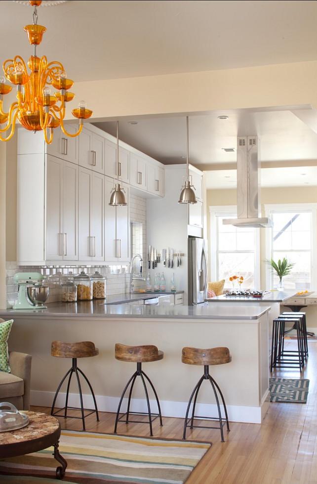 kuhinjske dimenzije bijela kuhinja sa stolicama