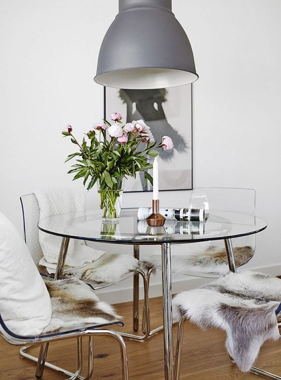 kako mali prostor učiniti većim stol od stakla