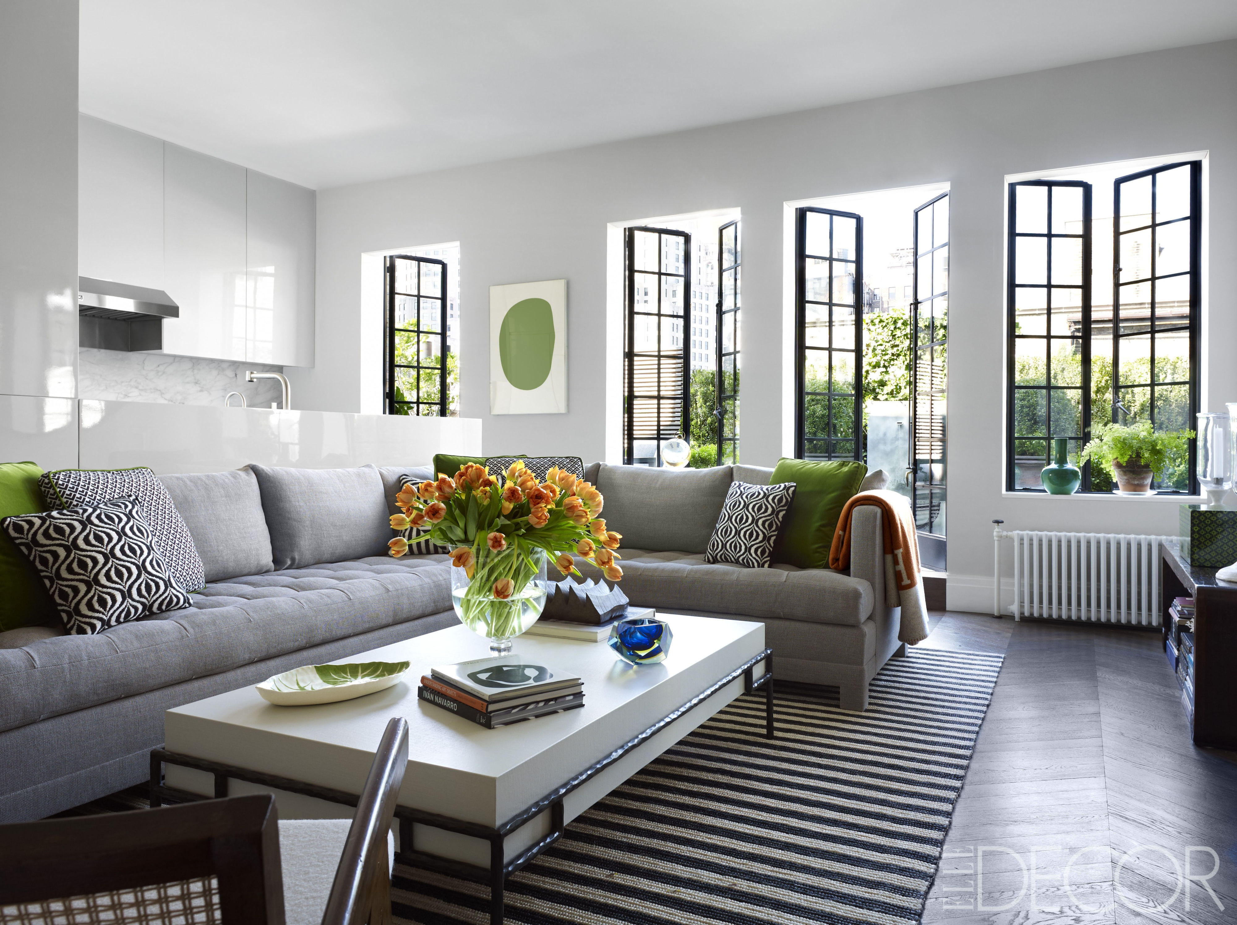 Sivi dnevni boravak kako mali prostor učiniti većim