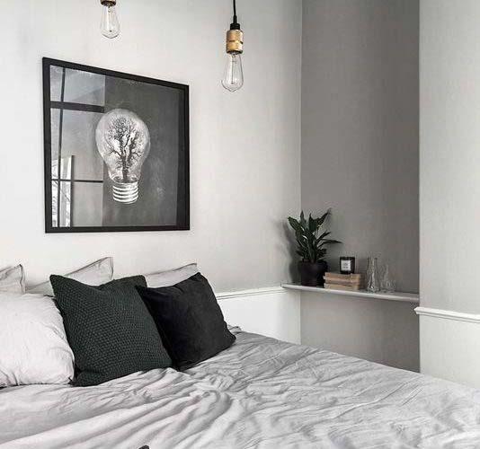 Uredite manju spavaću sobu sa policama u rupama na zidu