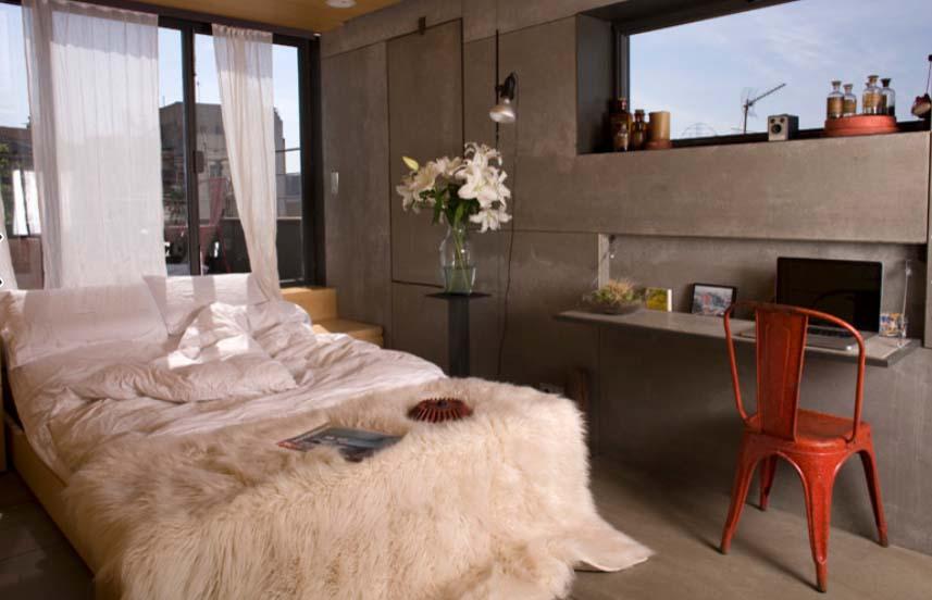 Sklopivi stol za manju spavaću sobu