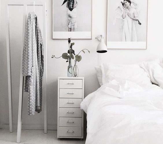 Visoki noćni ormarić za malu spavaću sobu