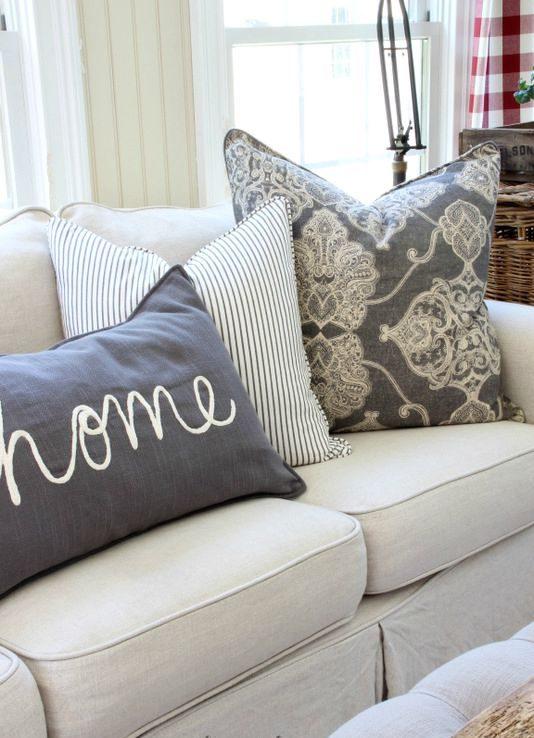 trend dekoracija rijecima jastuci out