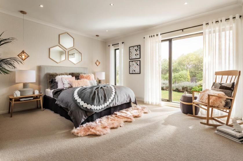 Boja tepiha se predivno uklapa u sobu