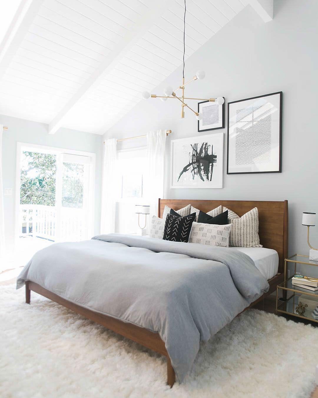 Predivni bijeli tepih u spavaćoj sobi