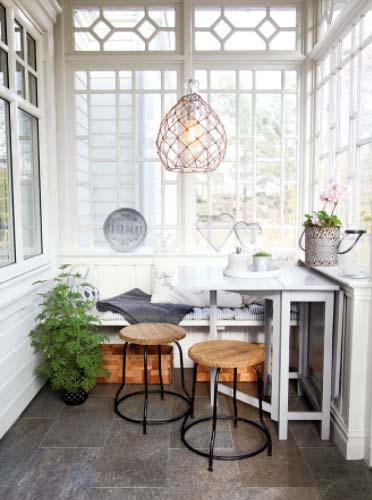 Sklopivi stol kao rješenje za malu blagavaonicu