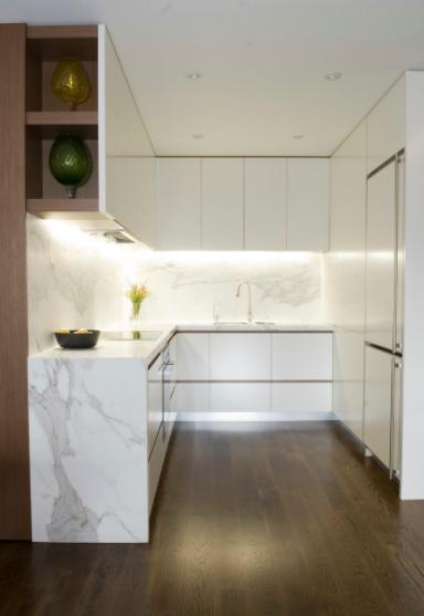 mramor kao materijal za radnu površiinu u kuhinji