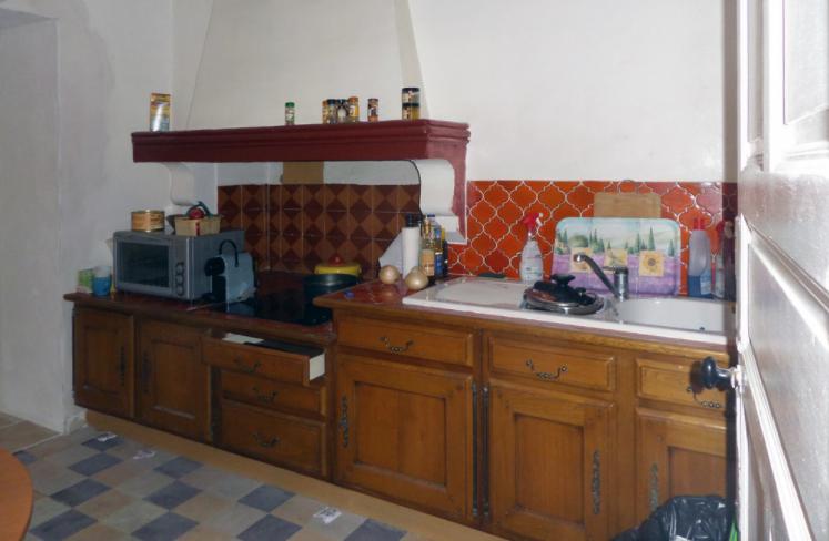 Stara i derutna francuska kuhinnja