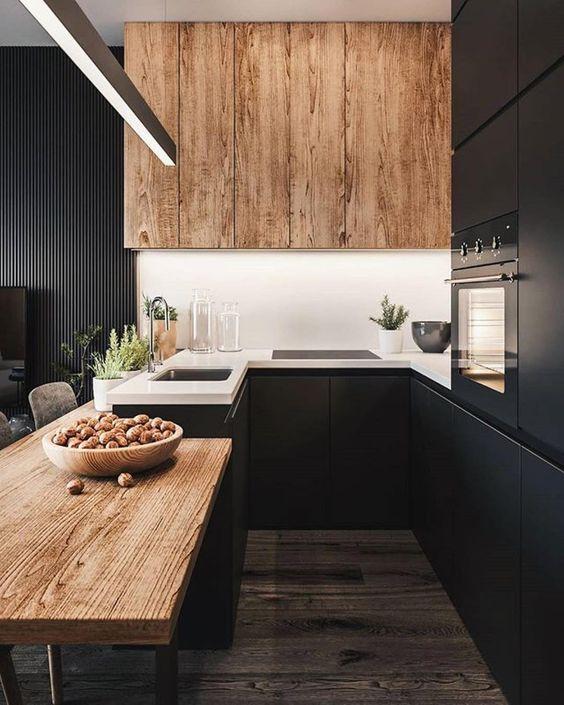 Tamna kuhinja i svijetle pločice
