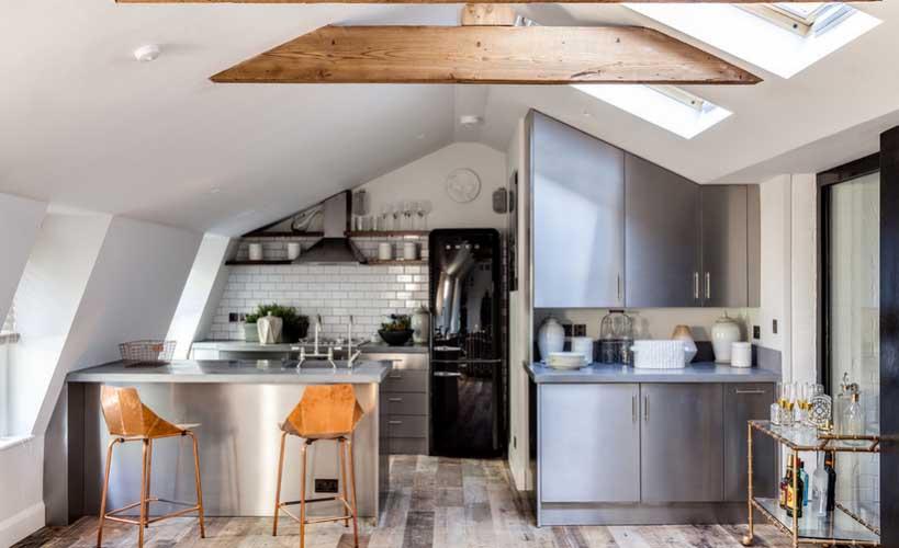 Lakirani podovi u kuhinji