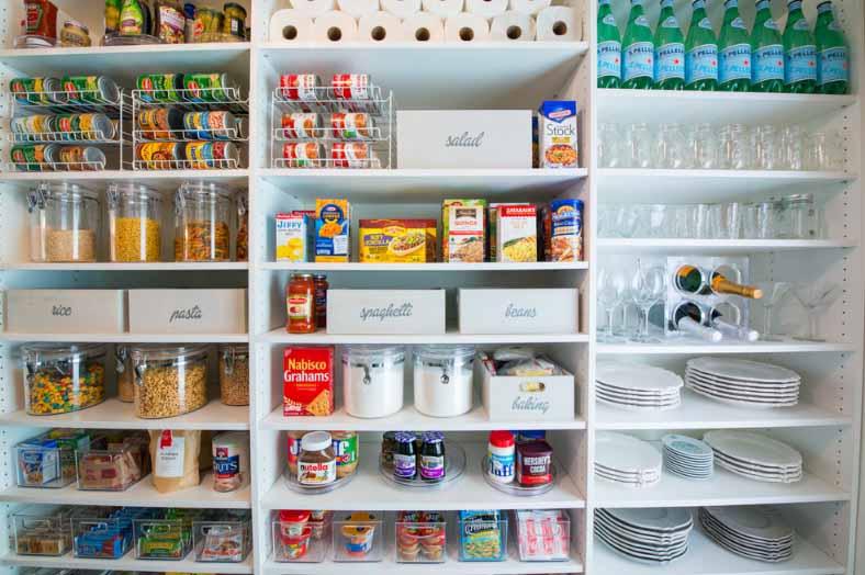 Raspored potrebština u kuhinjske elemente