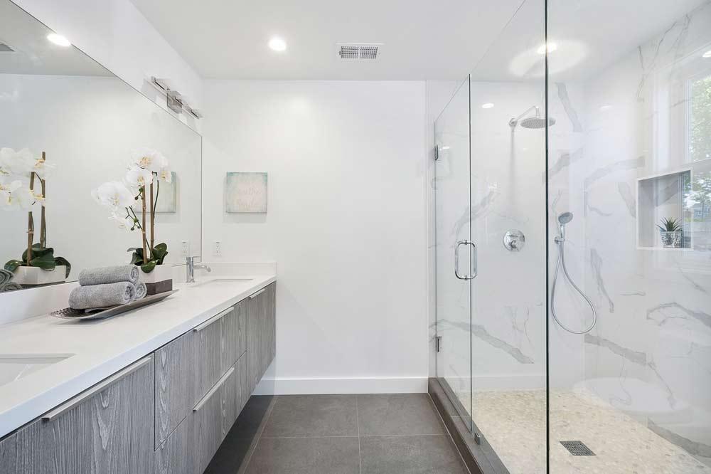 Ogledalo čini kupaonicu većom