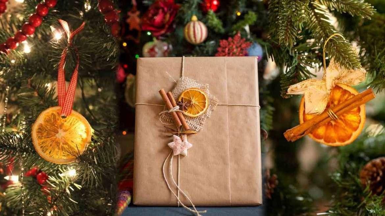 Sušene naranče kao ukras za bor ili ukras pri zamatanju poklona