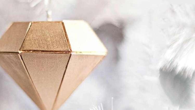 Drveni ukras u obliku dijamanta