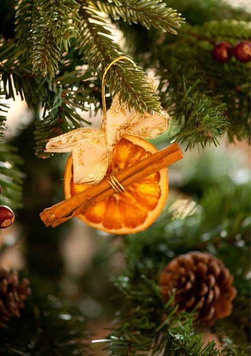 Sušena naranča kao ukras na boru