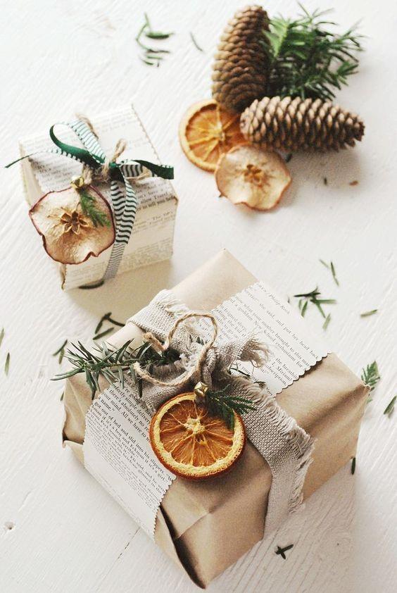 Zamatanje božićnih poklona sušenom narančnom